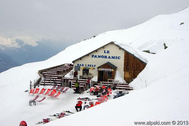 Panoramic bar and self service restaurant